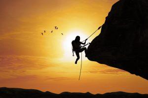 en qué consiste la escalada artificial
